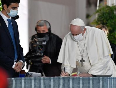 Pope signs Rome 2020 Appeal for Peace