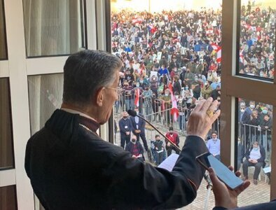 With Lebanon on verge of collapse, thousands rally to support cardinal