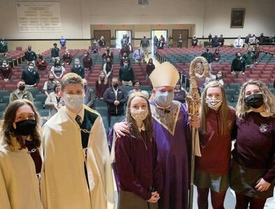 Philadelphia archbishop points out 'sign of God's great love' to students