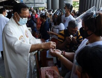 Pope asks Filipinos to celebrate the gift of faith and pass it on