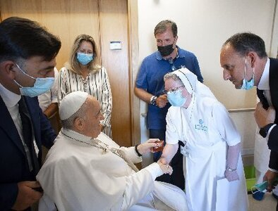 Pope thanks Gemelli hospital staff for care during recovery