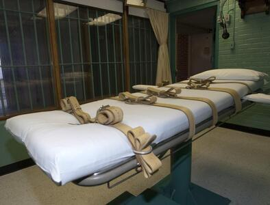 Death-row inmate sues for pastor's touch during execution