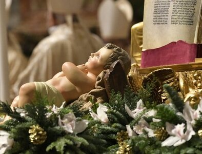 Pope at Christmas: Jesus' birth brings hope in troubling times