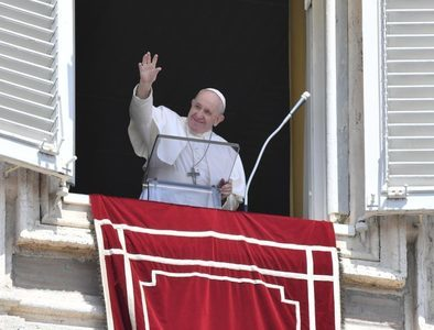 Pope at Angelus: Eucharist provides strength to care for others
