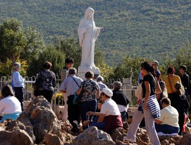 Pope tells young people at Medjugorje to let Mary inspire guide them