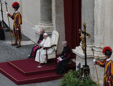 Pope's Wednesday public audience resumes