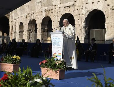 Pope prays for peace with faith leaders: 'Demilitarize our hearts!'