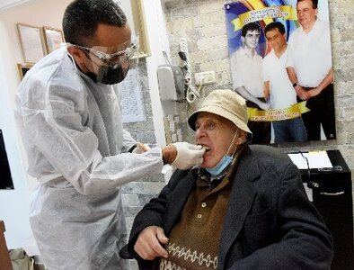 Israeli Catholic dentist offers free care to Holocaust survivors