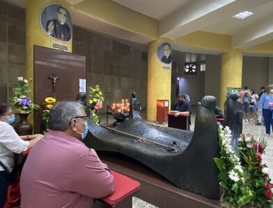Despite pandemic and strife, El Salvador gathers to remember St. Romero
