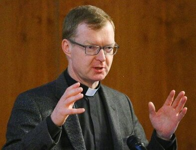 Prevention, healing work better when faiths work together, says priest