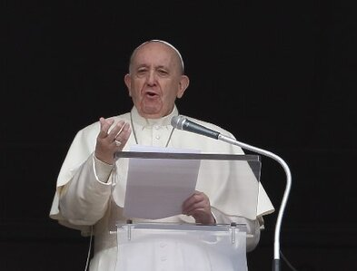 Saying he missed people, pope returns to window for Sunday prayer