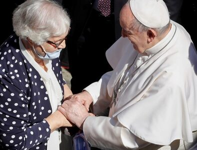 Pope Francis greets holocaust survivor at General Audience