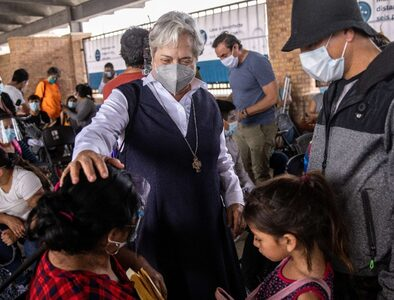 Pope Francis praises US nun for work to welcome migrants