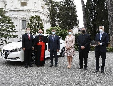 Vatican's electric vehicle fleet now includes a Leaf