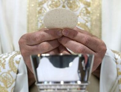 U.S. Catholics asked to pray for bishops as Communion document is drafted