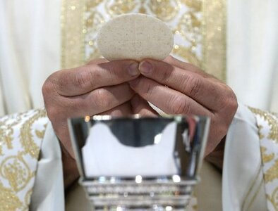 UPDATE: Meeting opens with debate over time allotted to discuss Communion proposal
