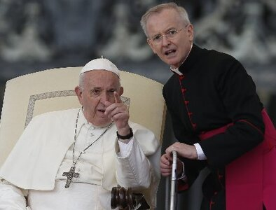 Vatican has no automatic transfer of powers with pope in hospital