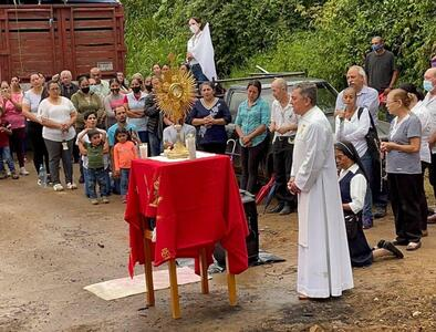 Priests question absence of government in besieged Mexican towns