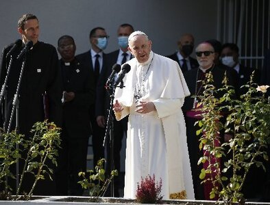 Pope urges Slovak church, government to put people first