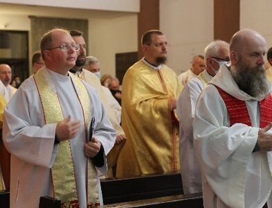 Pope urges church leaders to recognize errors in dealing with clergy abuse