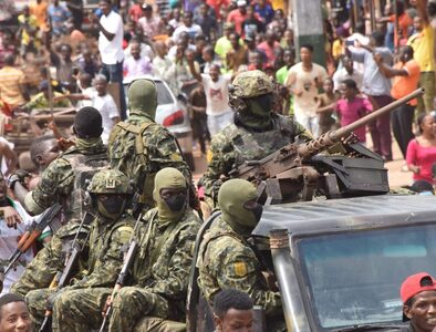 Soldiers detain Guinean president, announce dissolution of goverment