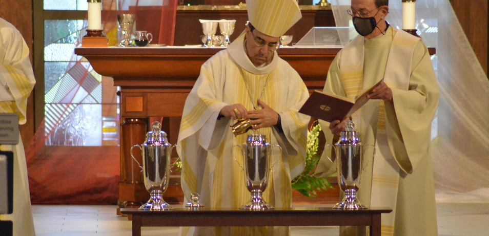 Bishop Duca celebrates Chrism Mass