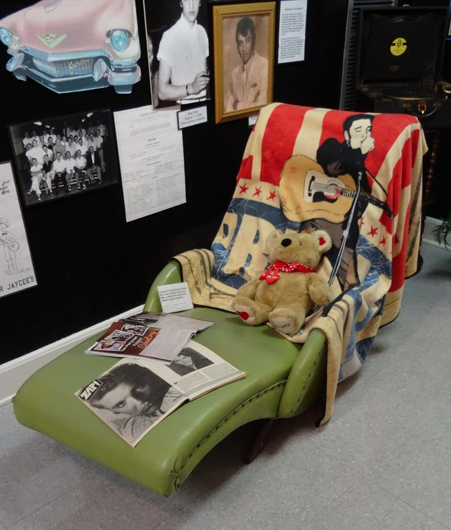 The Perryman's Chair - Elvis Presley