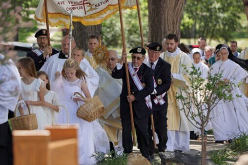 Cathedral Knights Eucharistic Procession