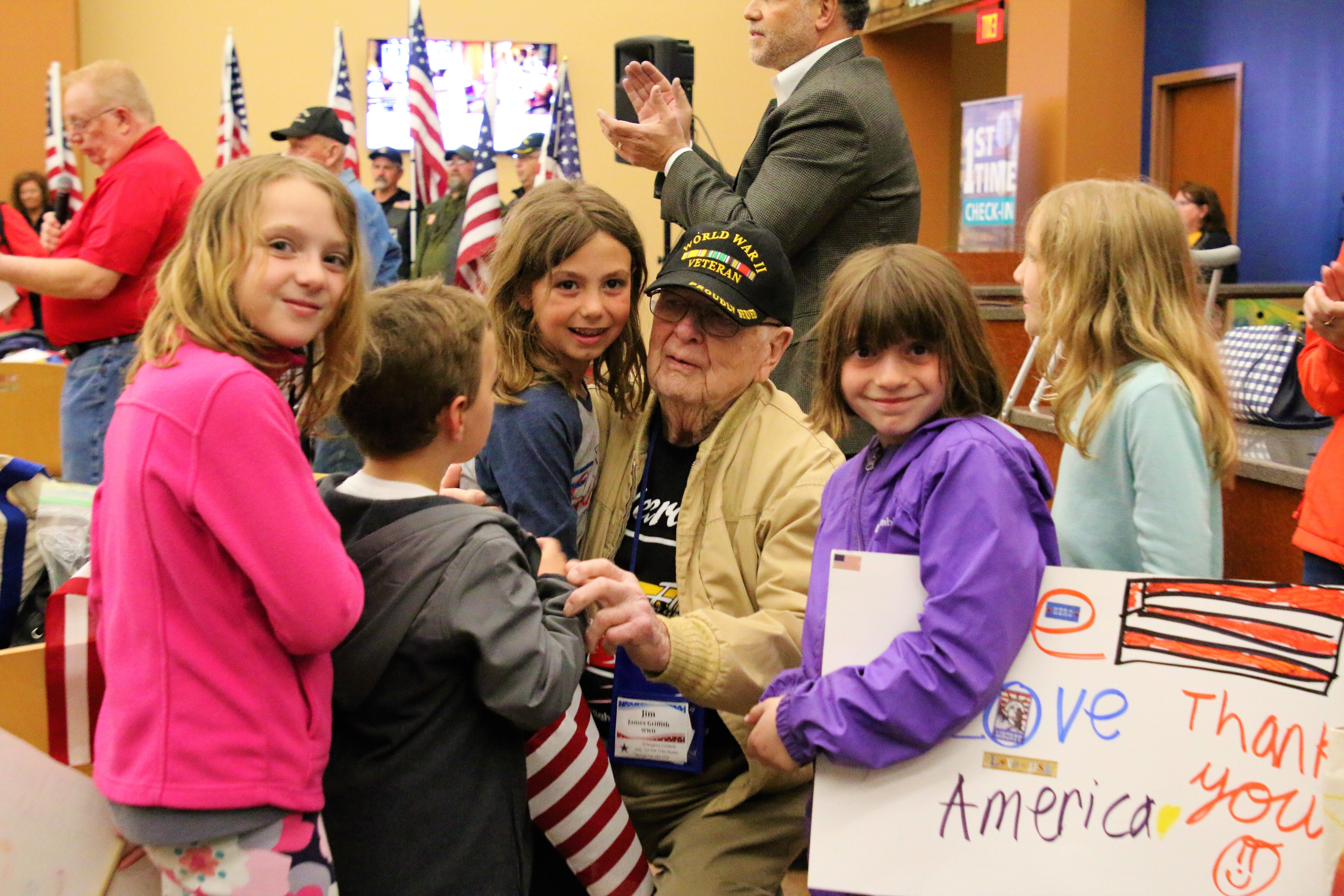 Students Welcome Honor Flight Pittsburgh