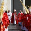 'Cry out,' pope tells young people at Palm Sunday Mass