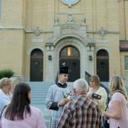 'Walking priest' pursues street evangelization hoping listeners seek God