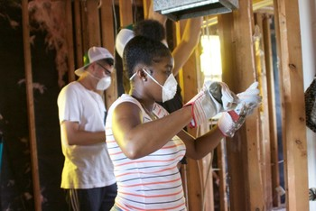 Students on hurricane relief trip find leveled towns and a community deep in faith