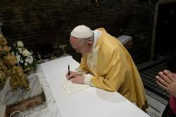Mary inspires, assists those seeking their vocation, pope says