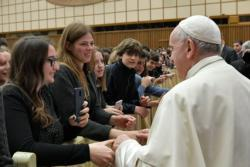 Pope urges students to fight their addiction to phones