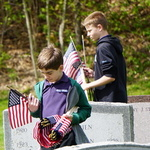 New flags for veterans' graves