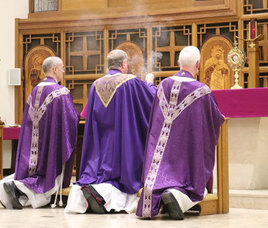 Bishop opens 24 Hours with the Lord at Christ the King Parish