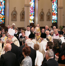 Hundreds laud Bishop Rueger at funeral Mass Saturday