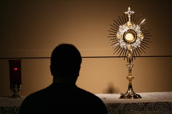 Pope Francis recalls nights spent in Eucharistic adoration in his youth