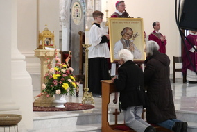 Relic of Patron Saint of Parish Priests Venerated by Thousands