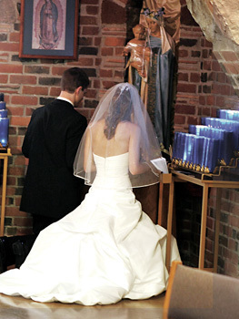 Photo of married couple praying in front of Blessed Mother.